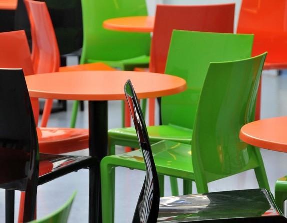 пластиковые стулья для ресторанов