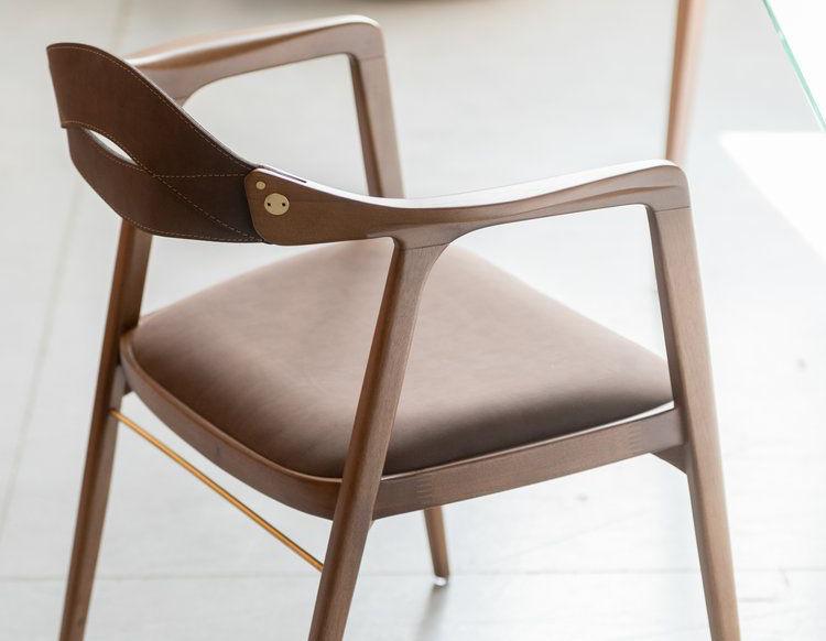 каркасный стул из дерева для бара